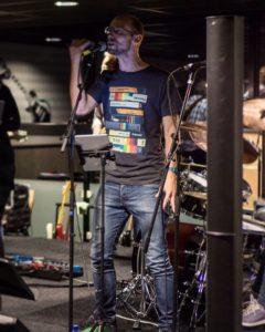 Lars Edvall vid releasekonserten av Fanfields 2 i Veenendal, Nederländerna, 161001. Fotografi/Christian Tolle